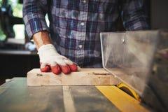 wood arbetare Arkivfoto