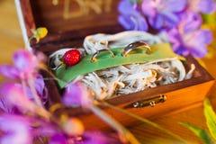 Wood ask för bröllop Royaltyfri Bild