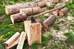 Wood and ax Royalty Free Stock Images