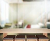 Wood bakgrund för tabellöverkanten i sovrummet 3d framför Arkivbilder