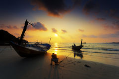 Wood bro på den Rayong stranden Royaltyfri Fotografi