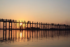 Wood bro under solnedgång Arkivbilder