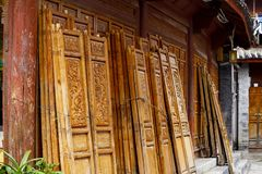 Carved wooden windows in the ancient city of Lijiang, Yunnan, China stock photos