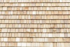 Wood cederträsinglar för tak eller vägg Arkivfoton