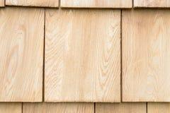 Wood cederträsinglar för tak eller vägg Arkivfoto