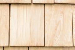 Wood cederträsinglar för tak eller vägg Arkivbild