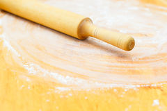 Wood chopping board with flour Royalty Free Stock Photography
