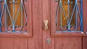 Wood dörrdetalj för tappning med fönster och handtag Royaltyfri Bild