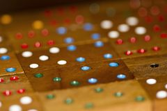 Wood domino och nummer royaltyfri bild