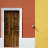 Wood dörr från yucatan Arkivbild