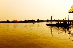 Wood fartygmotor för lång svans i floden Fotografering för Bildbyråer