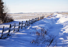 Wood fence along snow drifts Royalty Free Stock Photos