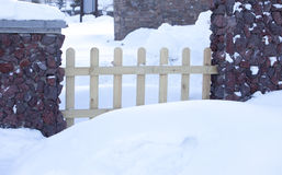 Wood fence in snow Royalty Free Stock Photos