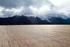 Wood floor with background mountain Royalty Free Stock Photos
