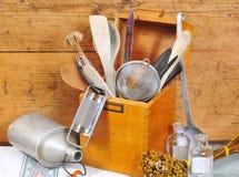 wood gammala hjälpmedel för kök Arkivfoton