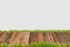 Wood golv med grönt gräs Arkivbilder