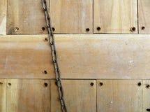 Wood golvyttersida med kedja Arkivfoto