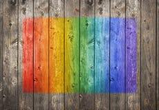 Wood grafittibakgrund för regnbåge arkivfoto