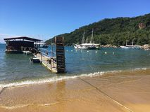 Wood hamn i stora Ilha Royaltyfria Foton