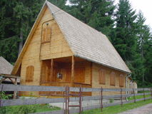 Wood house with log walls and shigle roof Royalty Free Stock Photos