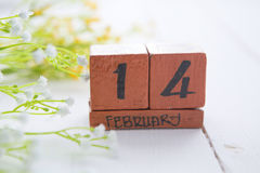 Wood kalender för lycklig Valentine Day tappning för Februari 14 Royaltyfria Bilder