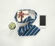 wood kalender för tappning för juni 16 med slipsen, gåva, kaktus, mo Arkivfoto