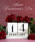 Wood kalender för lycklig Valentine Day tappning för Februari 14 Royaltyfri Fotografi