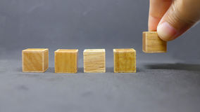 Wood kubik i rad royaltyfri foto