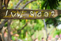 Wood label 'love' Royalty Free Stock Photography
