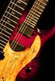 Wood lilor vaggar gitarren Royaltyfria Foton