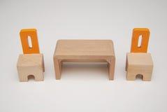 Wood möblemangstolar och tabell Fotografering för Bildbyråer