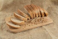 wood mörka skivor för bröd Arkivfoton