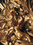 Wood prydnad på möblemang på den Versailles slotten Arkivfoto