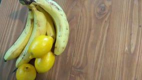 Wood räknare för banan och för citron Royaltyfri Foto