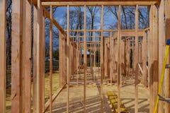 wood ram av det nya bostads- hemmet under konstruktion Royaltyfri Bild