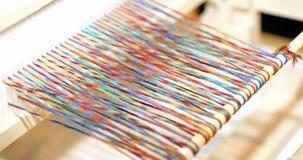 wood ram för roterande tyger och färgade trådar Royaltyfri Bild