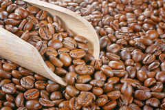 Wood scoop coffee beans Royalty Free Stock Image