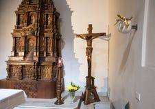 Wood scupture INRI inom basilikadina Santa Caterina, Galatina, Italien Royaltyfri Bild