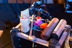 Wood skrapakvarter, Caxixi och plast- orientaliskt musikinstrument royaltyfri bild