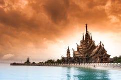 Wood slott Thailand - fristaden av sanning Royaltyfri Foto