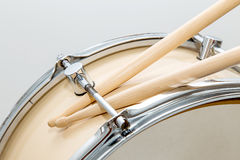 Wood snare drum and drumsticks isolated Royalty Free Stock Photography