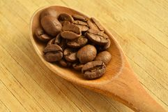 Wood spoon and coffee beans Royalty Free Stock Photos