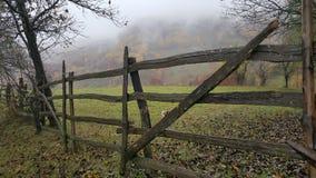 Wood staket berg små pyrenees för lake för andorra höstdag Arkivfoton