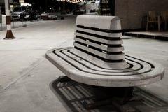 Wood stol för järnvägsstation Arkivfoton
