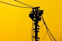 Wood stolpe för Siluate elektricitet Royaltyfri Fotografi