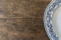Wood surface and a plate Royalty Free Stock Images