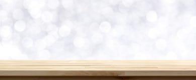 Wood tabellöverkant på abstrakt vit bokehbakgrund Royaltyfria Foton