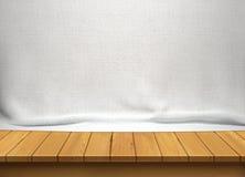 Wood tabell med vit tygbakgrund Royaltyfri Foto