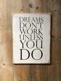 Wood tecken för motivation om dröm Royaltyfri Foto