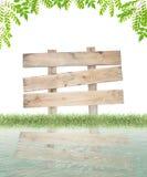 Wood tecken och gräs, gräsplansidaram för sommarbakgrund, Royaltyfria Foton